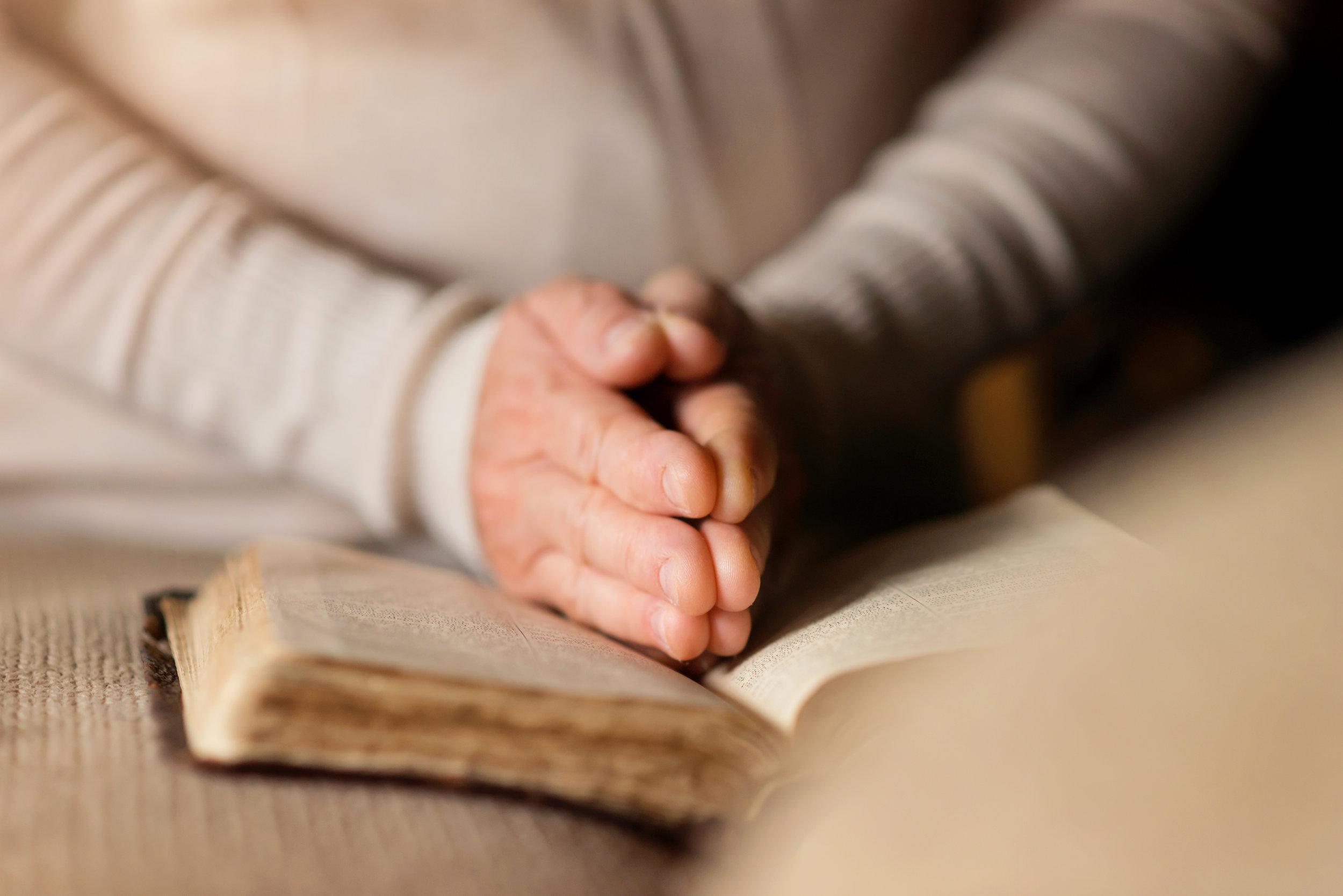 woman-with-bible-PDUGGZV.jpg