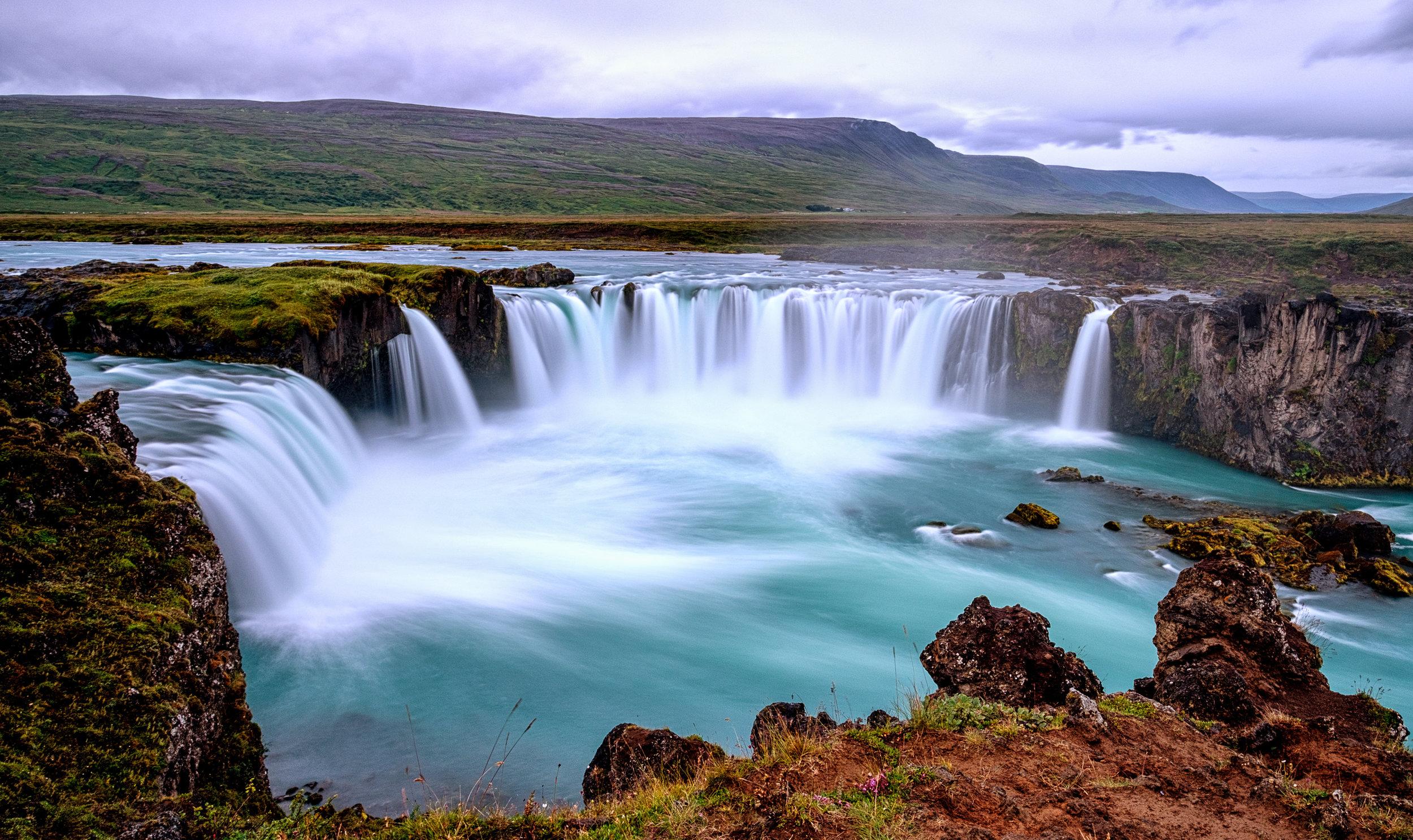 godafoss-waterfall-iceland-PYF7M4V.jpg