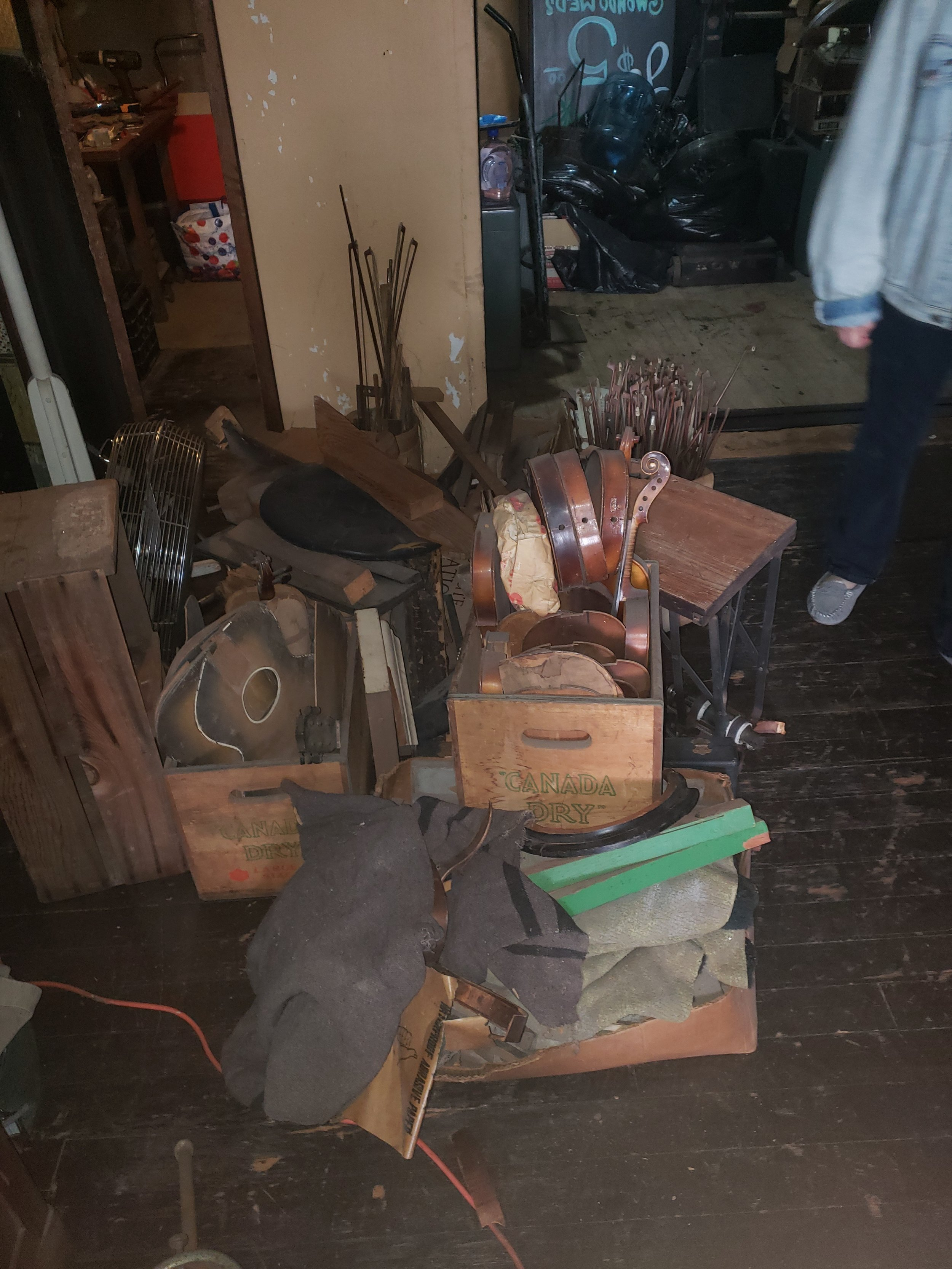Assortment of bows, violin, guitar and lap steels
