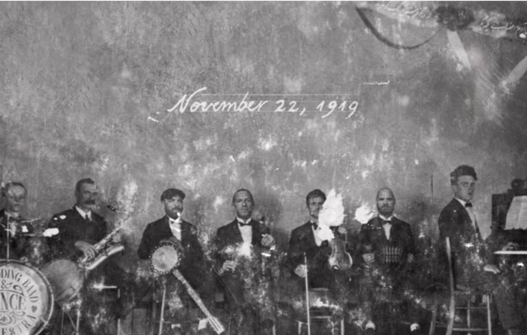 The album cover image is based on a 1919 photo of Jonny Buckland's great-grandfather's former band.