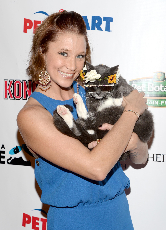 Actress Kristen Renton (3).jpg