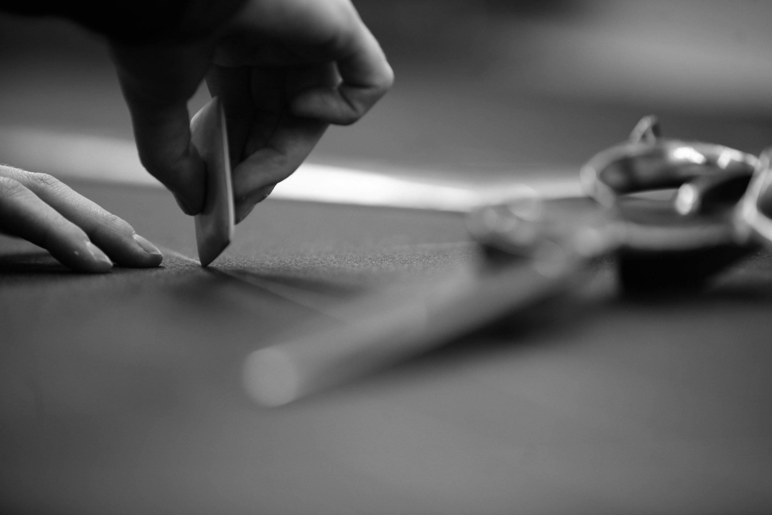 Founded by Otto Hertz in 1938, Scabal has stood at the forefront of innovation in the fabric industry. Creating new standards for fine fabrics that broke the super 100's, 120's, 150's, and 180's thread count barriers. Scabal also was the first to incorporate precious stones like Lapis-Lazuli, gold, and crushed diamonds directly within the super fine wool and pure silk at their heritage british mill.