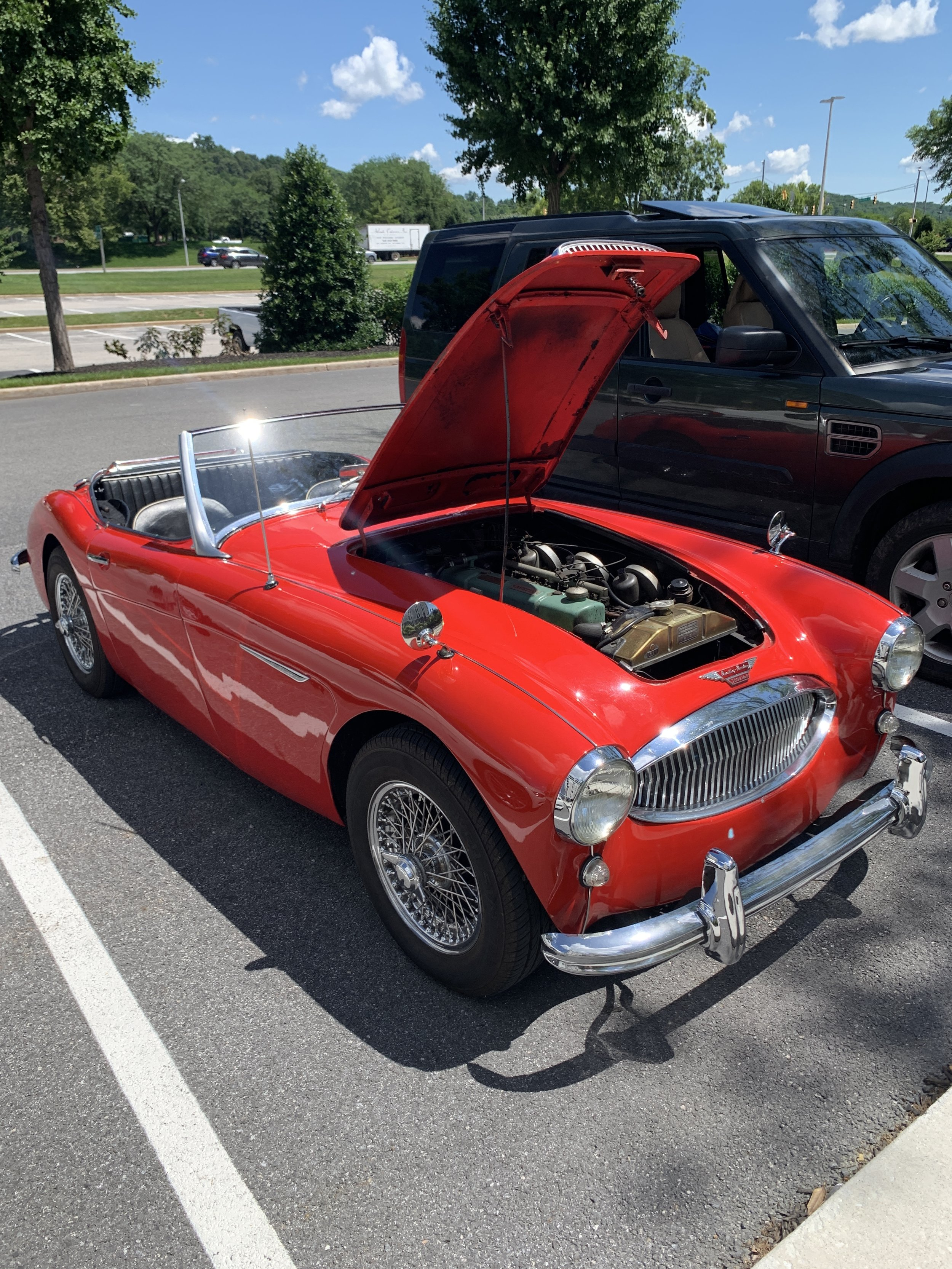 Rover Day had a few classics come visit. Mike Murphy was welcomed with his Austin Healy