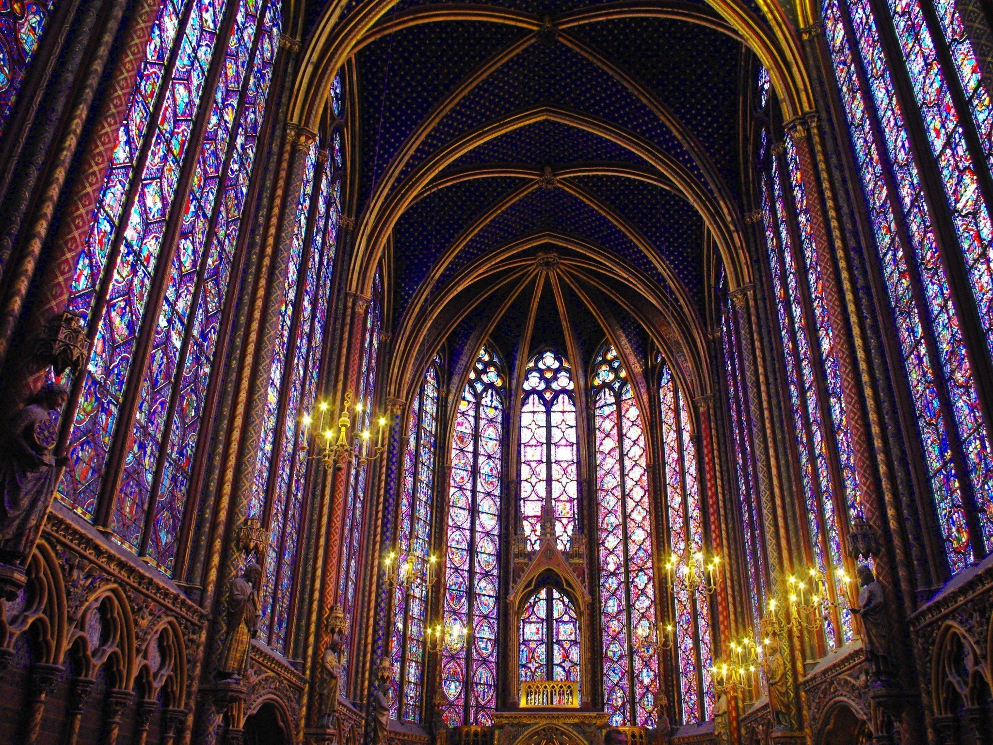 Upper-Chapel-of-Sainte-Chapelle-03-copyright-French-Moments.jpg