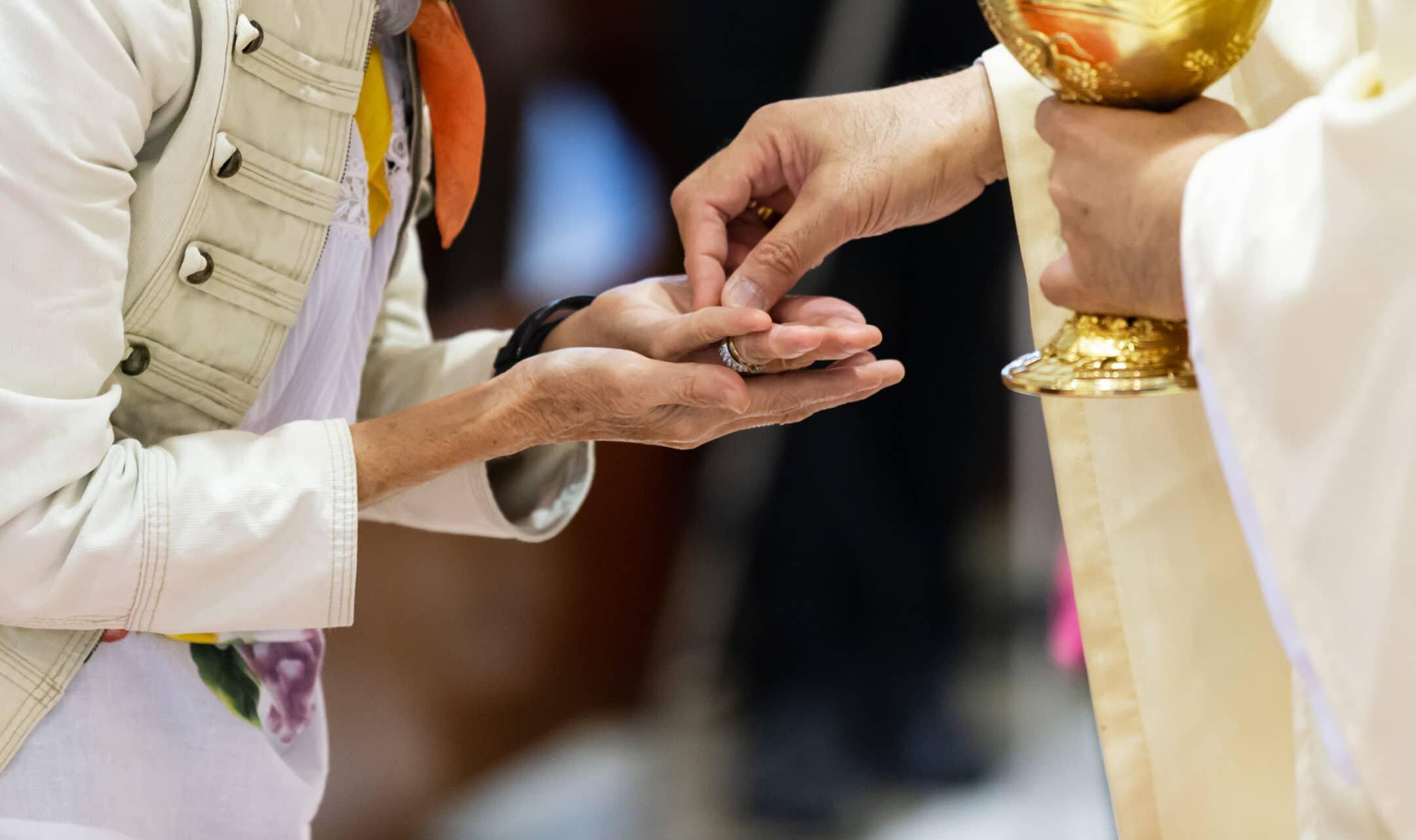 Communion-Eucharist-2160x1282.jpg