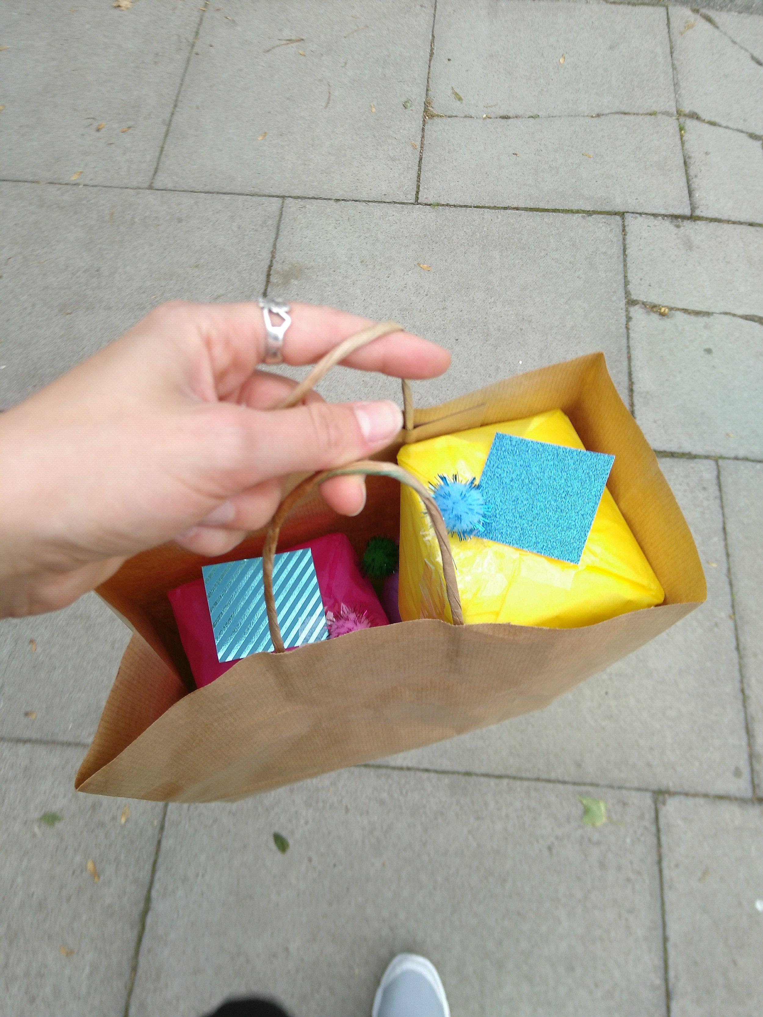 Delivering our Peace Parcels!
