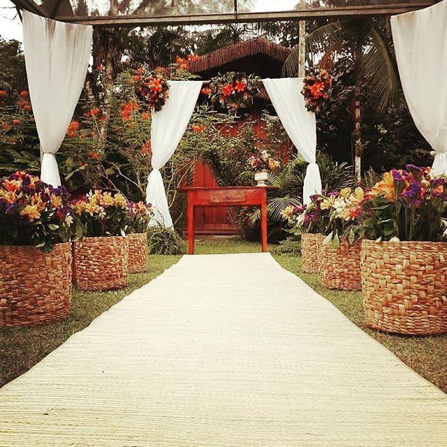 """Reposting @carolbuenomaresias:⠀ ...⠀ """"Realizar um sonho com Amor é a nossa especialidade ❤ ⠀ Assessoria @crisbovone ⠀ Decoração @carolinatartaglia ⠀ Espaço @estalagemcamburi ⠀ #prewedding #noivas2019 #assessoria #assessoriadecasamento #destinationwedding #casarnapraia #casarnocampo #assessorasnolitoral #maresias #camburi #tbt"""" ... #estalagemcamburi #miniwedding #camburi #camburizinho #cambury #bnbphoto #bnb #airbnb #aluguetemporada #meualuguetemporada #boutiquehomes #brazil #holidayrentals #homeaway"""