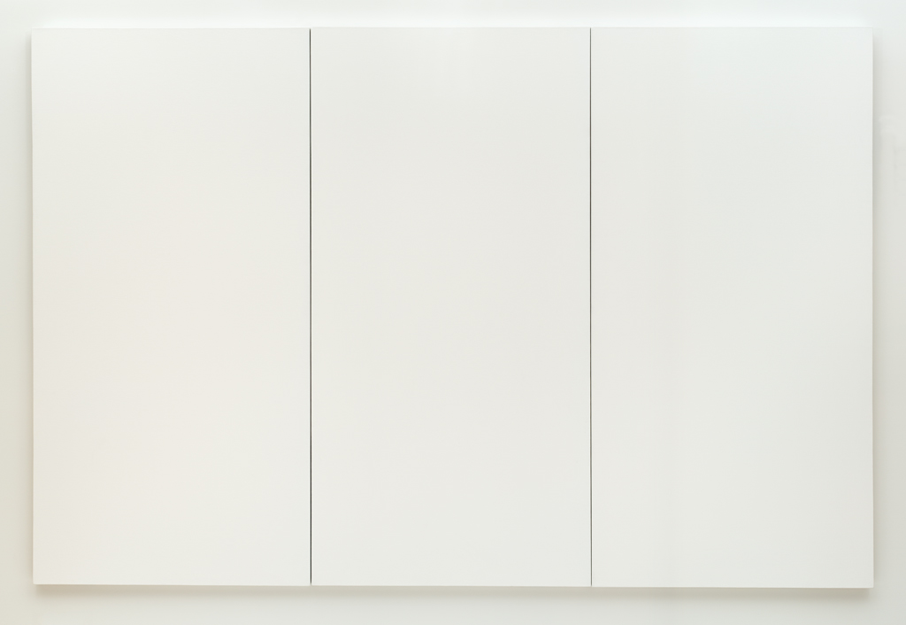 Robert Rauschenberg (1951)  White Painting [three   panel  ].  Latex paint on canvas. 182.88 x 174.32 cm.