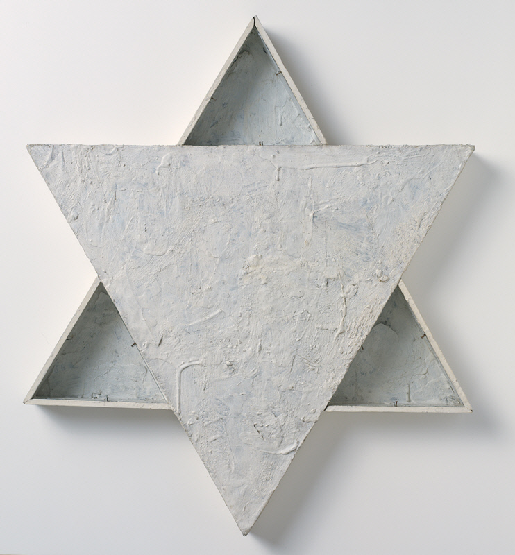 Jasper Johns (1954) Star. Oil, beeswax, and housepaint on newspaper, canvas, and wood with tinted glass, nails. and fabric tape. 572. x 49.5 x 4.8 cm.
