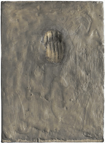 Jasper Johns (1961) Painting Bitten by a Man. Encaustic on canvas mounted on type plate. 24.1 x 17.5 cm.