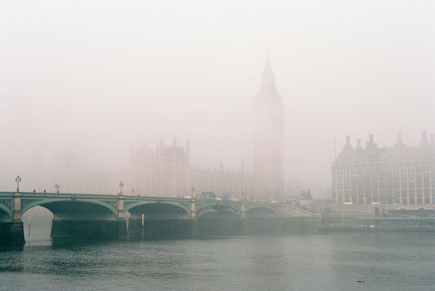 08_london_big_ben_fog.jpg