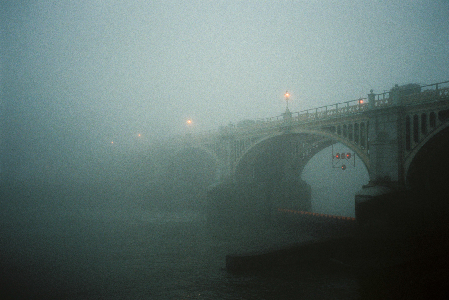 16_richmond_bridge_fog.jpg