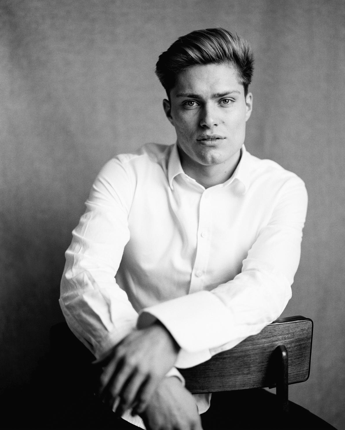 Portraits by Dmitry Serostanov in London