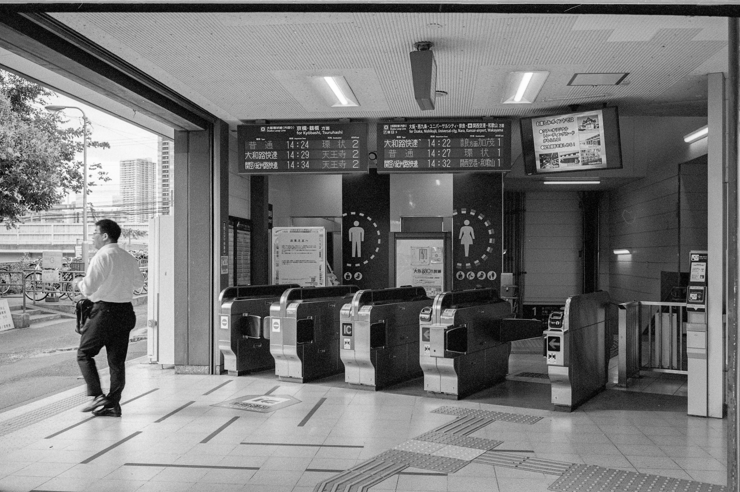 M6-TRIX400-800ISO-JAPANSUM18-OSAKALOOPLINE(Y)-BENTENCHO-001.jpg