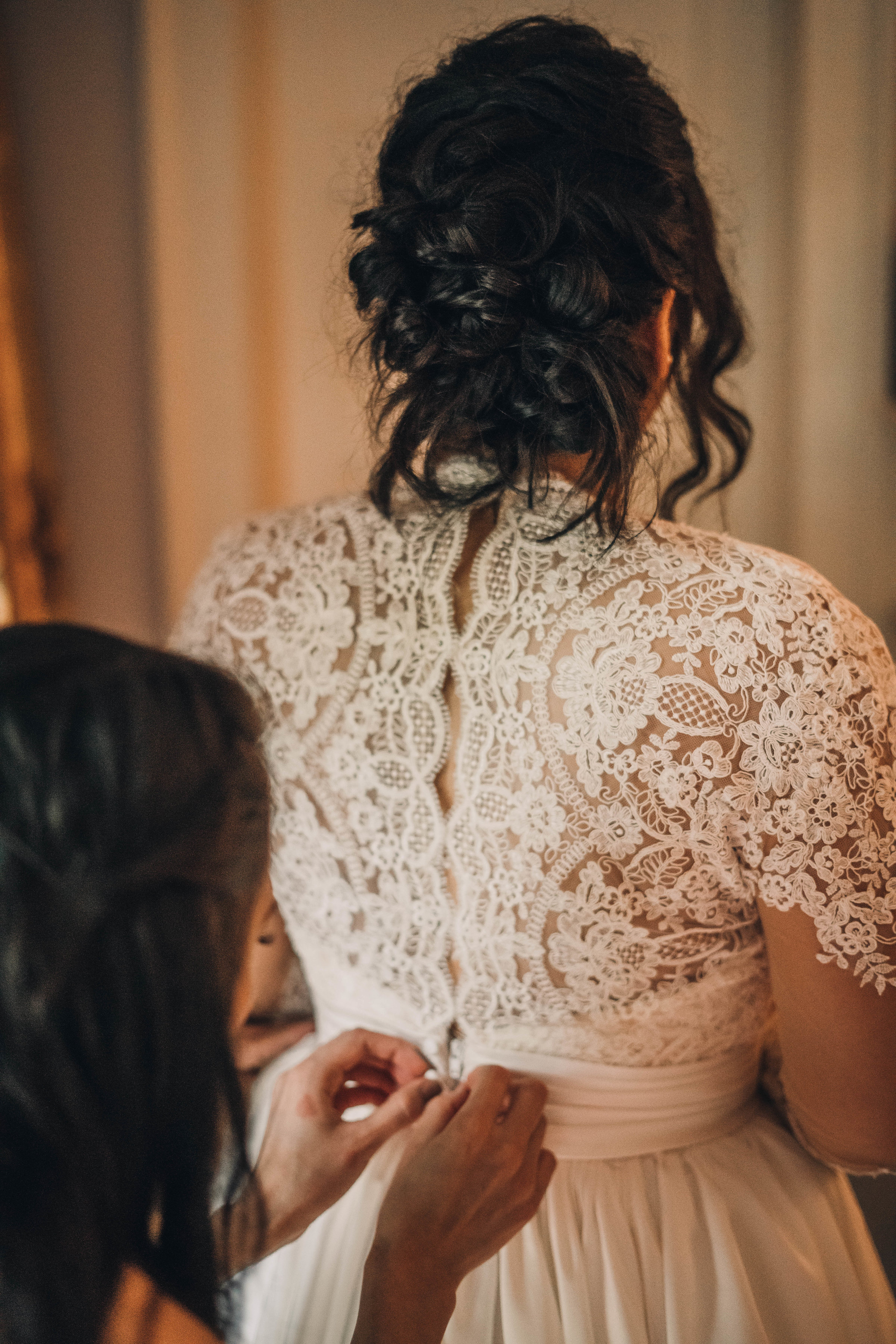Lace Wedding Dress Back Button Up Bridal Gown