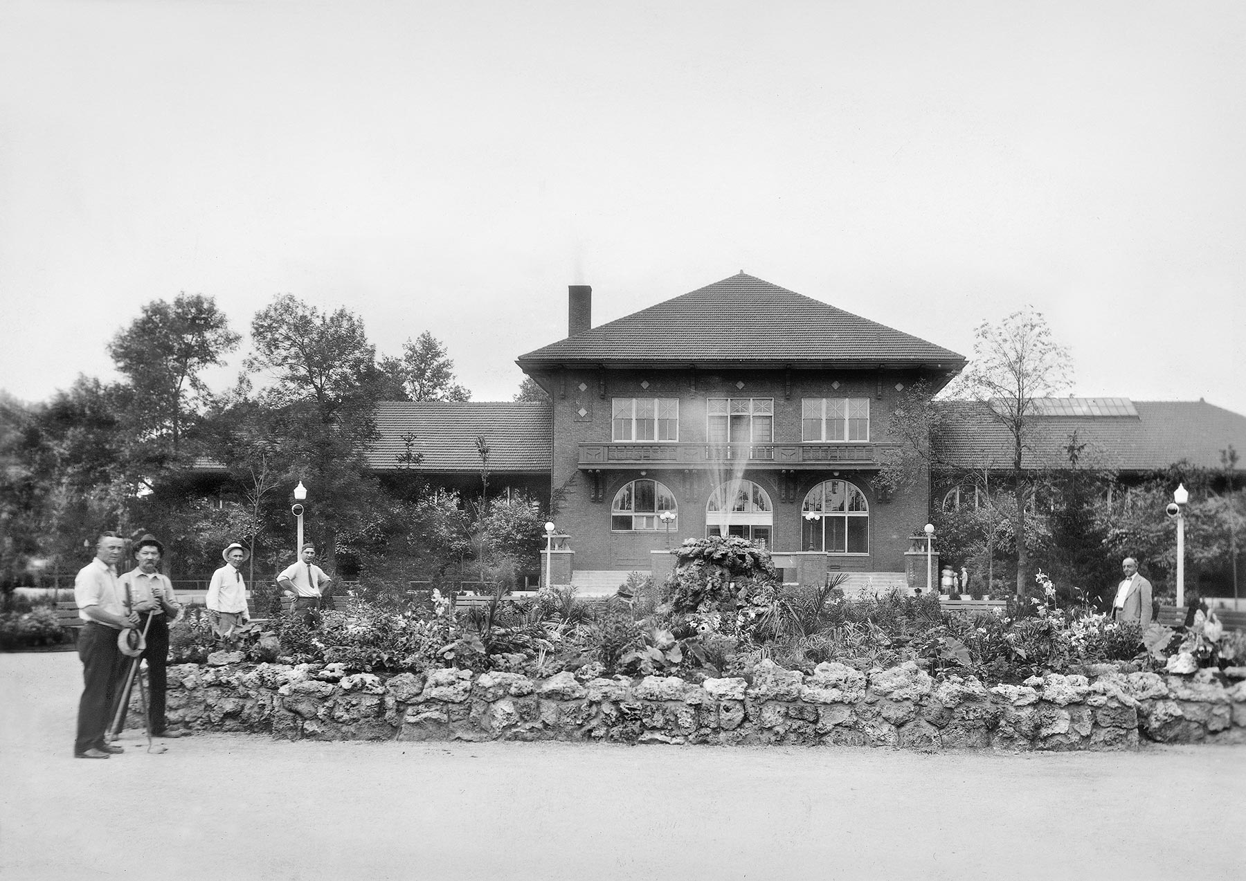 Independence Park Field House, ca. 1928, Chicago Park District Records: Photographs, Special Collections, Chicago Public Library.