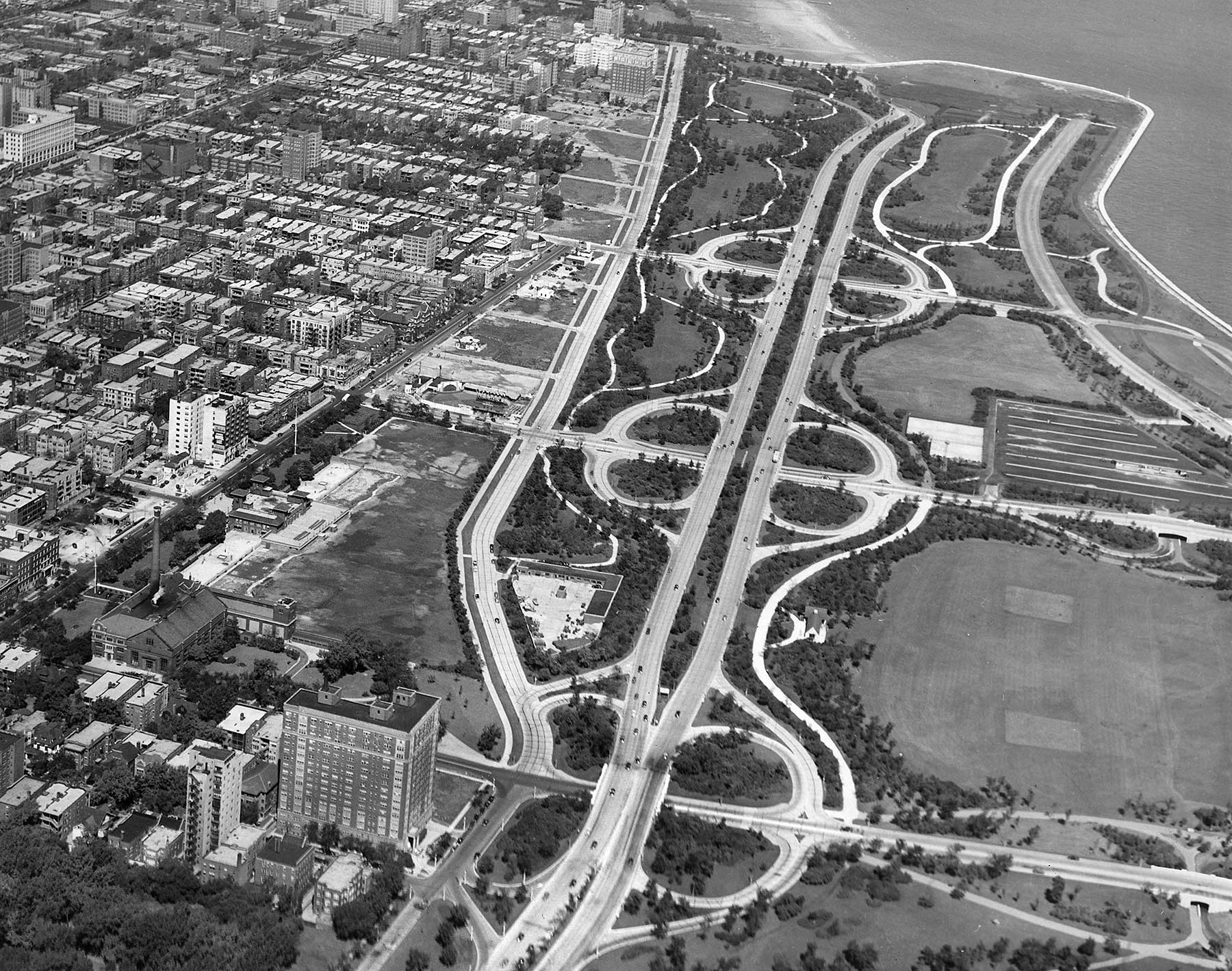 This aerial view shows the newly extended Marine Drive from Montrose to Foster avenues. The Marine Drive Apartments can be seen at the very top of this photo (just left of the 1923 Aquitania Building), ca. 1940. Chicago Park District Records: Photographs, Special Collections, Chicago Public Library.