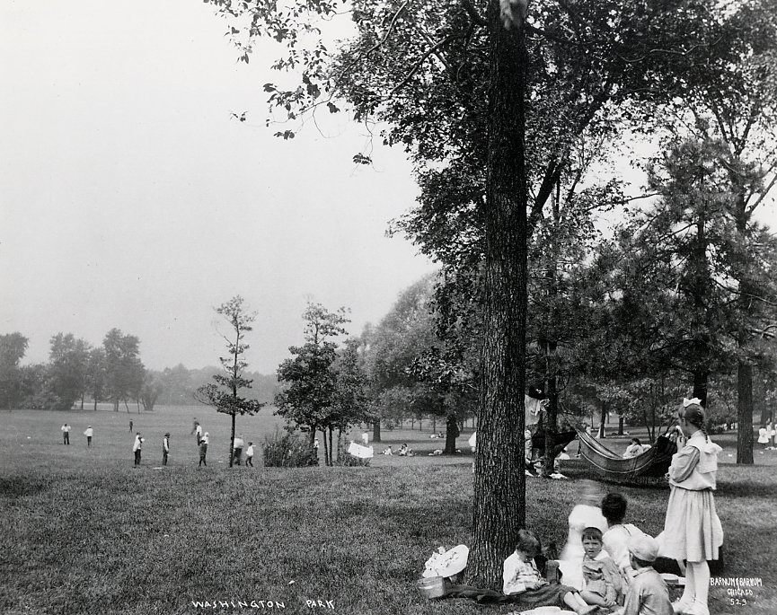 Children playing in and along Washington Park's meadow, ca. 1900. Barnum & Barnum Photographers. Courtesy of Chicago History Museum, ICHi-15585.