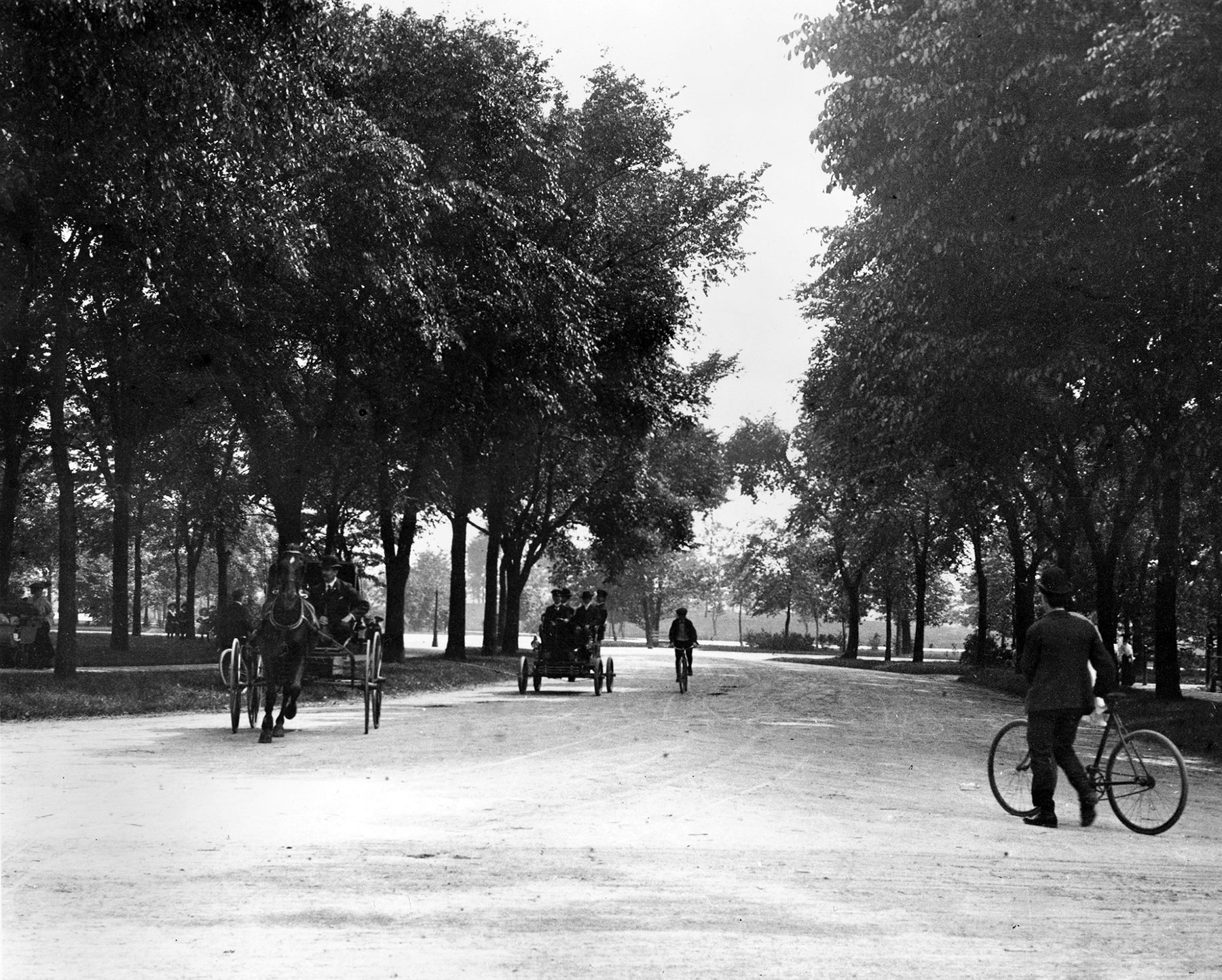 By the mid-1890s, bicycles often shared park roads with horses and carriages, as shown in this photo of Garfield Park, ca. 1895. Courtesy of Chicago History Museum iCHi-51168.