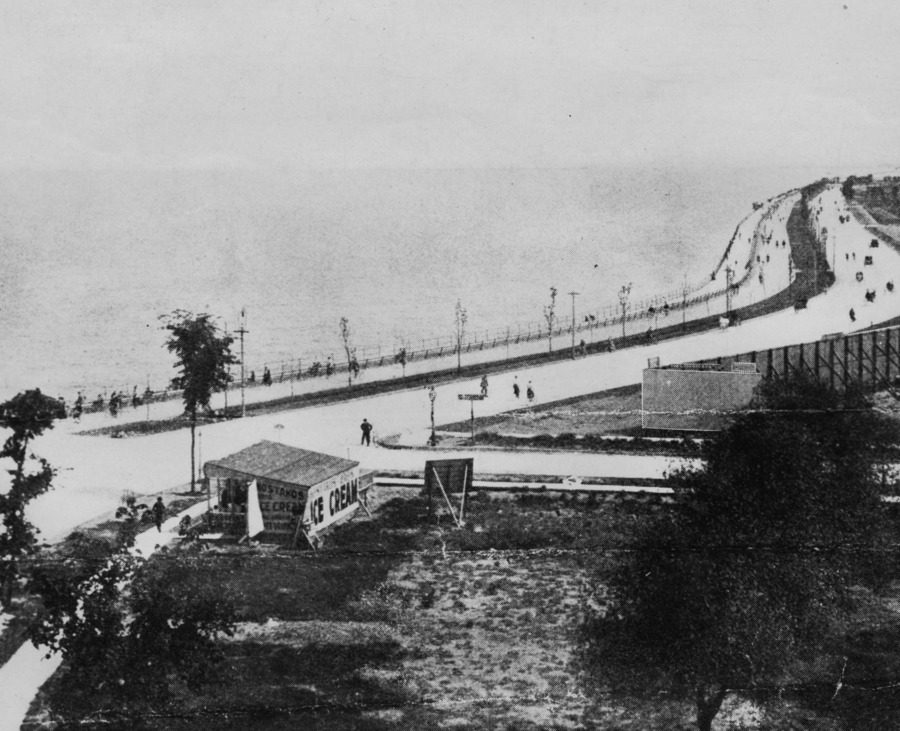 This stretch of Sheridan Road (now Lake Shore Drive), north of Belmont Avenue, included one of Chicago's earliest lakefront bicycle paths, ca. 1900. Courtesy of Chicago History Museum iCHi- 17819.