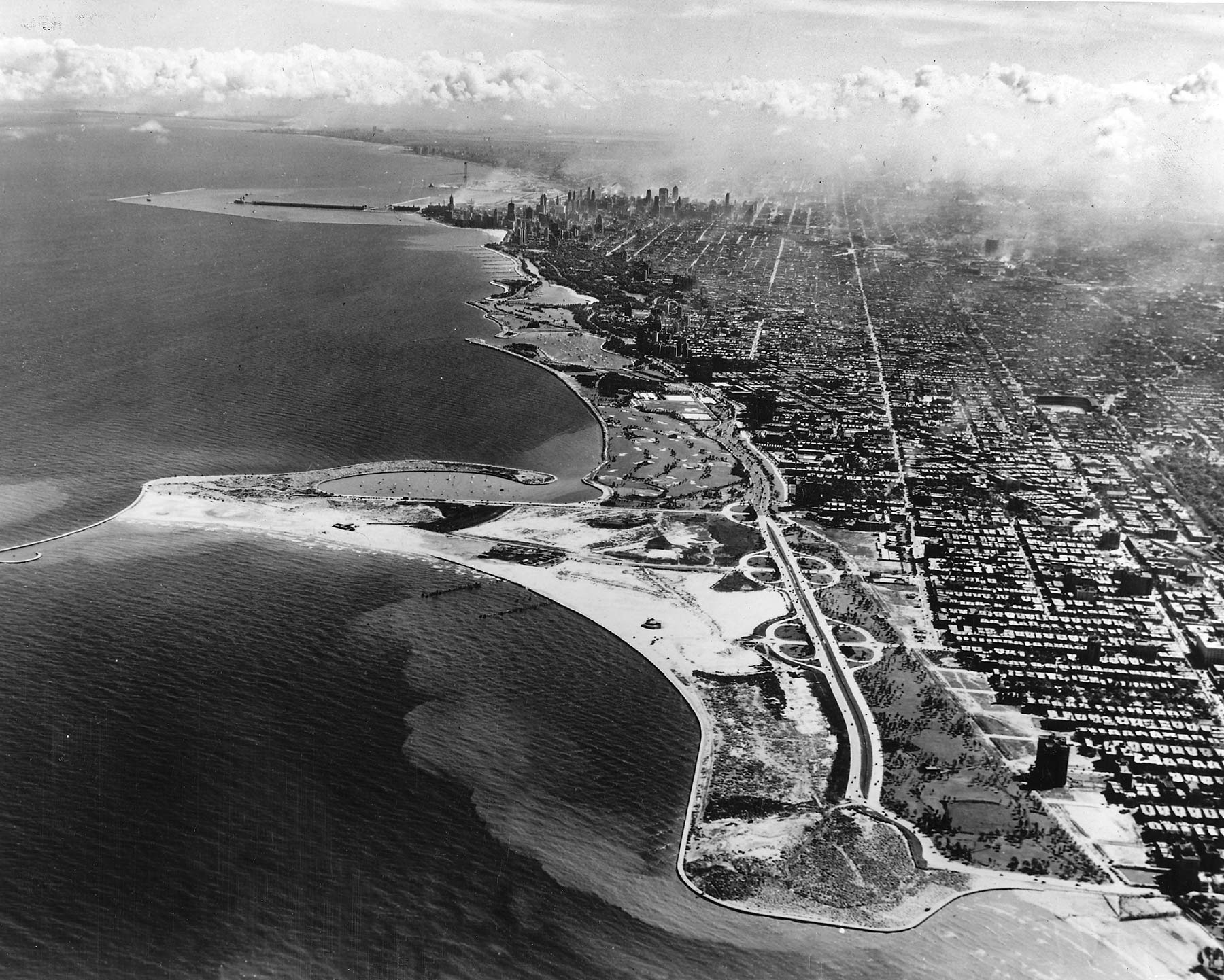 Aerial view of Lincoln Park looking south from Foster Avenue, ca. 1935. Chicago Park District Records: Photographs, Special Collections, Chicago Public Library.