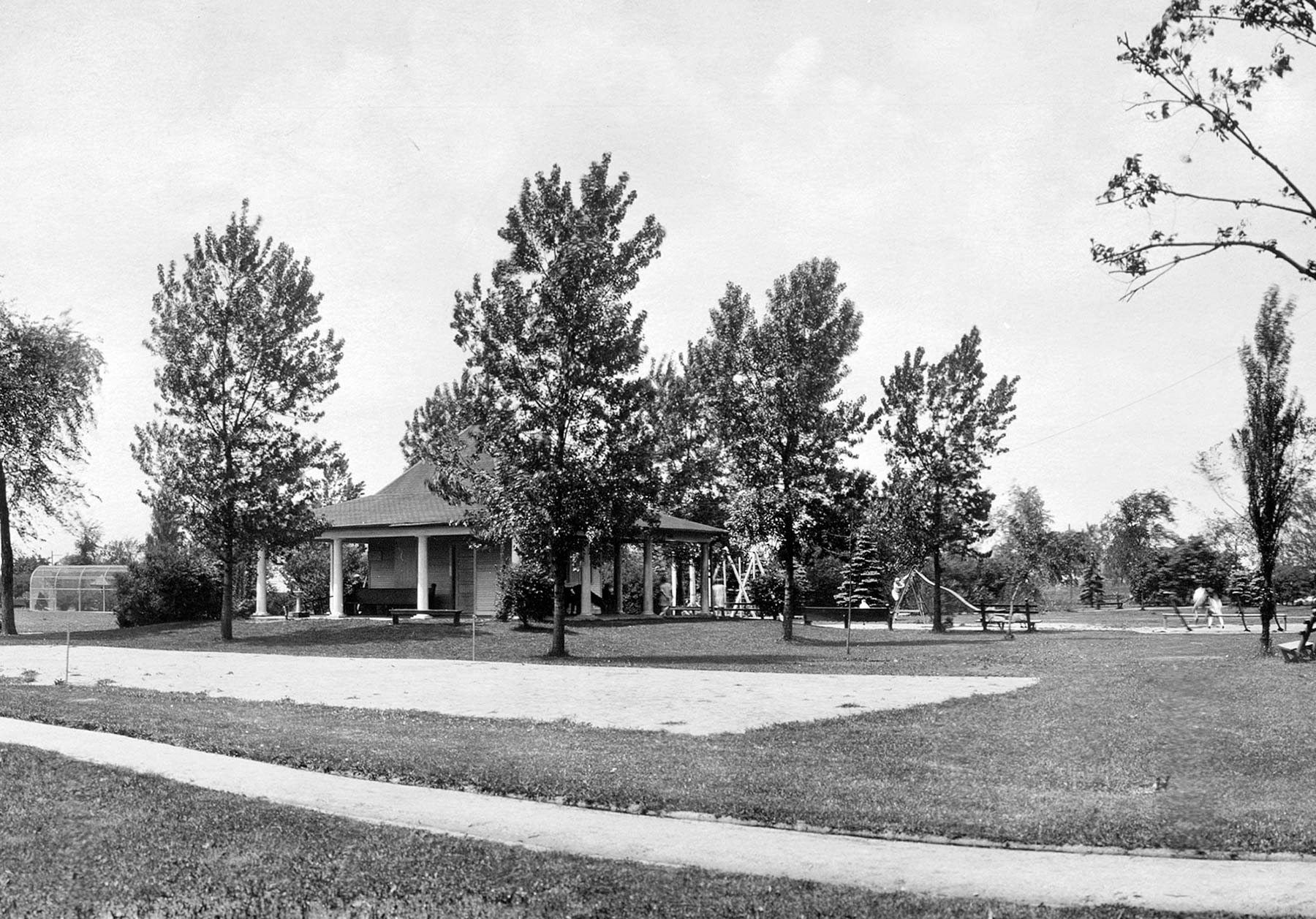 View of original Indian Boundary Park field house and playground, ca. 1927.  Chicago Public Library Special Collections, Chicago Park District Archives, Photos .