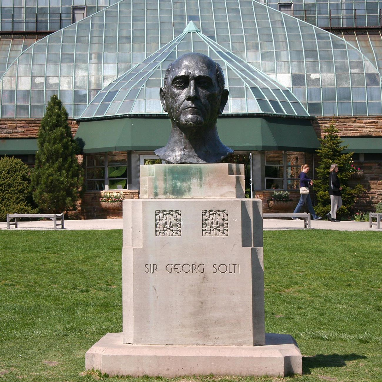 Sir Georg Solti Bust in Lincoln Park, ca. 2000. Photo courtesy of Jyoti Srivastava.