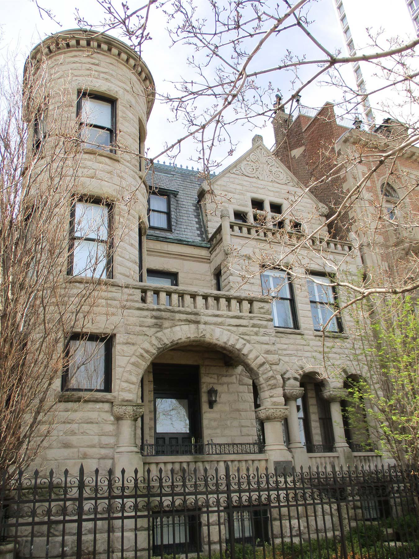 L.G. Hallberg designed the Mason Brayman Starring mansion at 1254 N. Lake Shore Drive. Photo by Julia Bachrach.