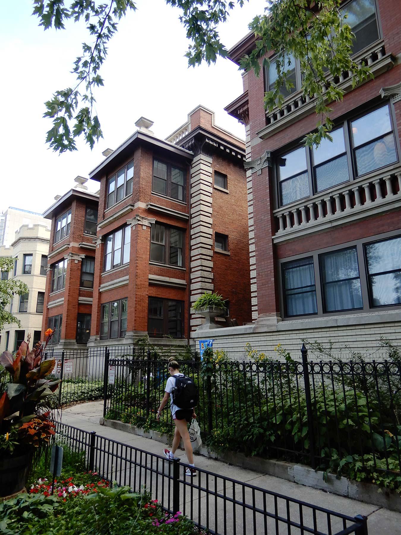 Sandegren-designed apartments at 813-819 W. Buena Avenue. Photo by Julia Bachrach.