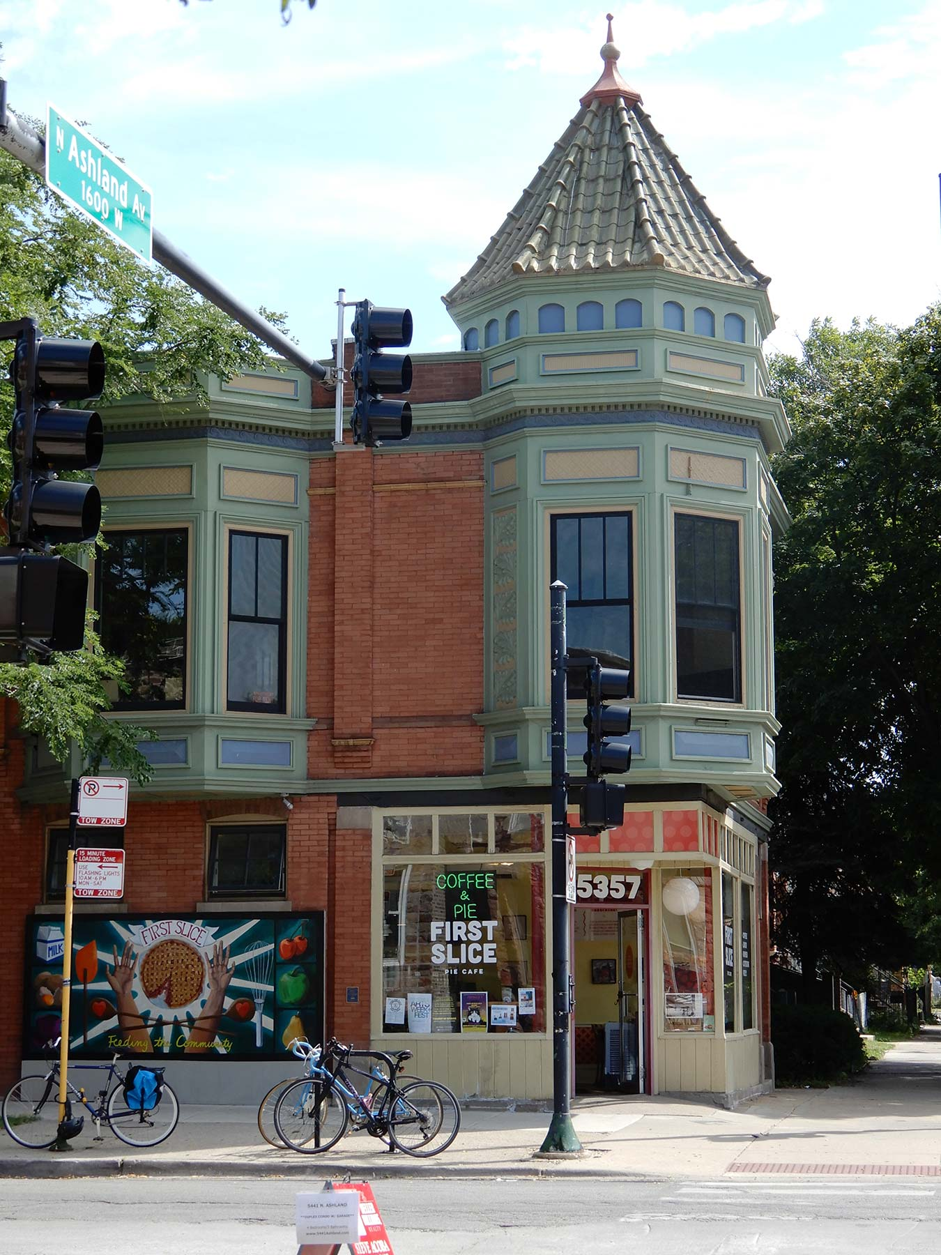Strandel's store and flats at 5357 N. Ashland. Photograph by Julia Bachrach.