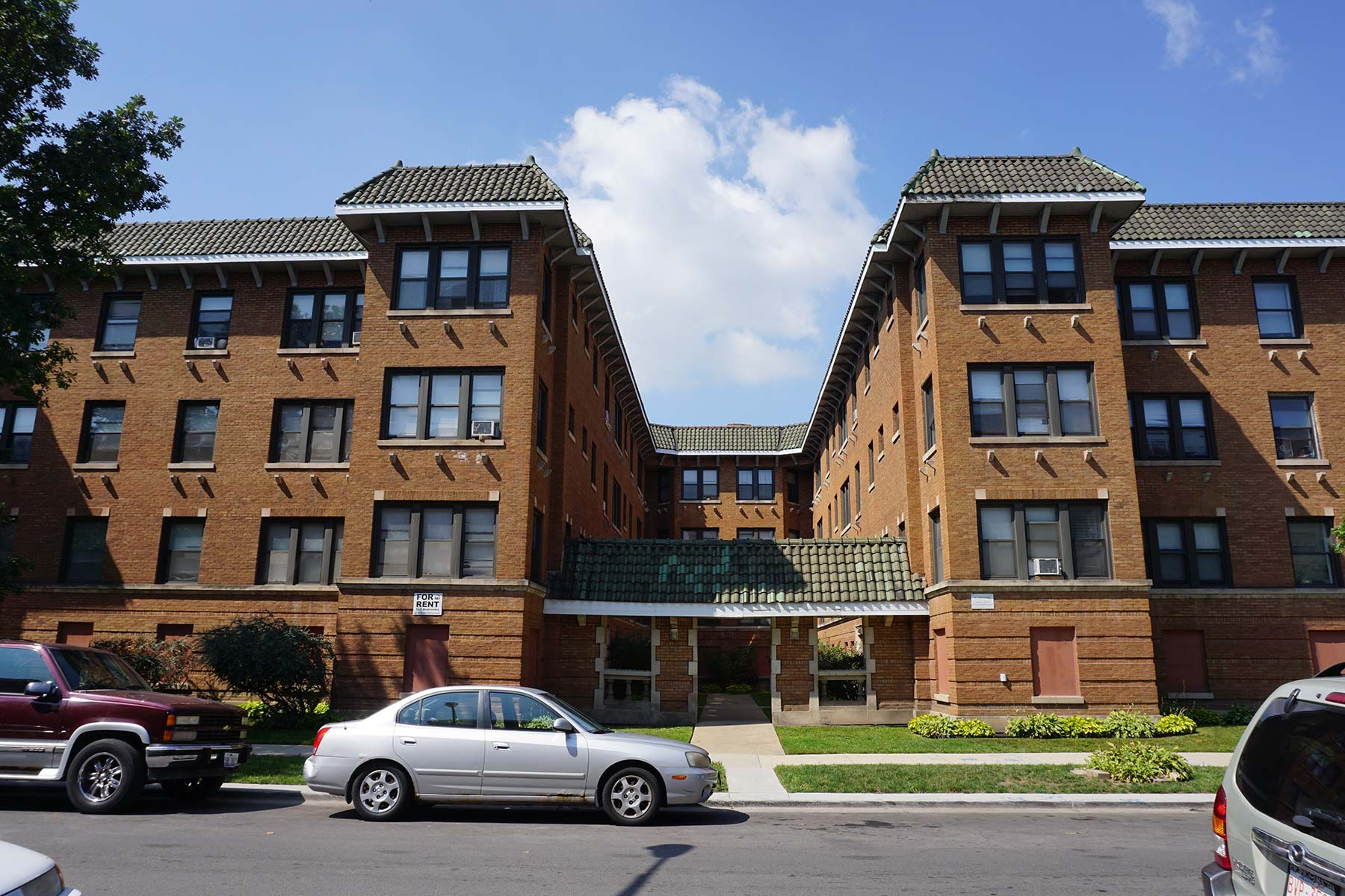 Lund-designed courtyard building at 6700-6710 S. Merrill Avenue. Photo by Julia Bachrach.