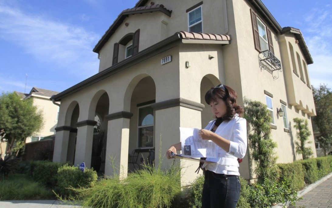 Alisha Chen, an agent in Irvine who specialises in buying houses for Chinese investors, checks her listings while touring homes for sale in Chino, California. Photo: MCT.