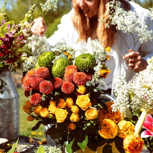 I absolutely have to check out      Bear's Blooms     ' gorgeous bouquets of BC flowers. Did you know they also provide a weekly delivery service?!