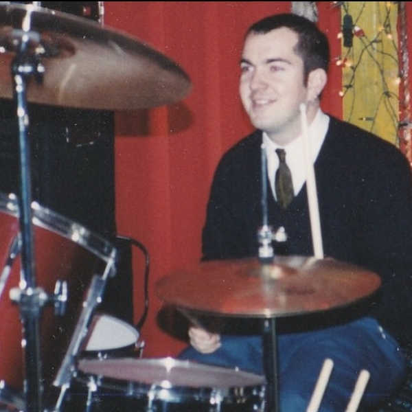 KEVIN MCCRACKENSIRENRUSH & ATTACKCAUGHT - Episode 135/15/17Bay Area punk rock drummer Kevin McCrackenstops by3 Gigsand talks about singing for his first band ever and not being able to face the audience, the developing early days of the Santa Rosa and north bay punk scene, the