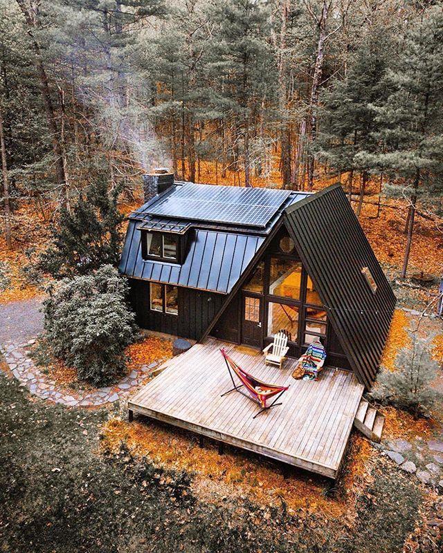 A cozy weekend getaway in the woods 🌲 📸@ryanresatka #My7Gen