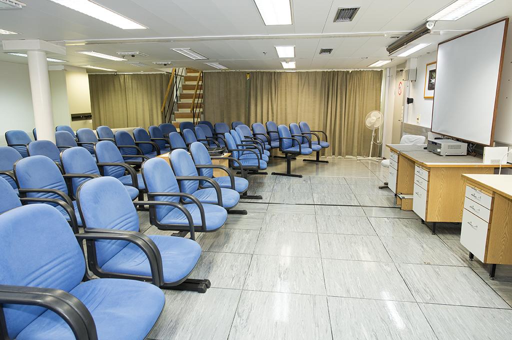 deck 2 Presentation Room