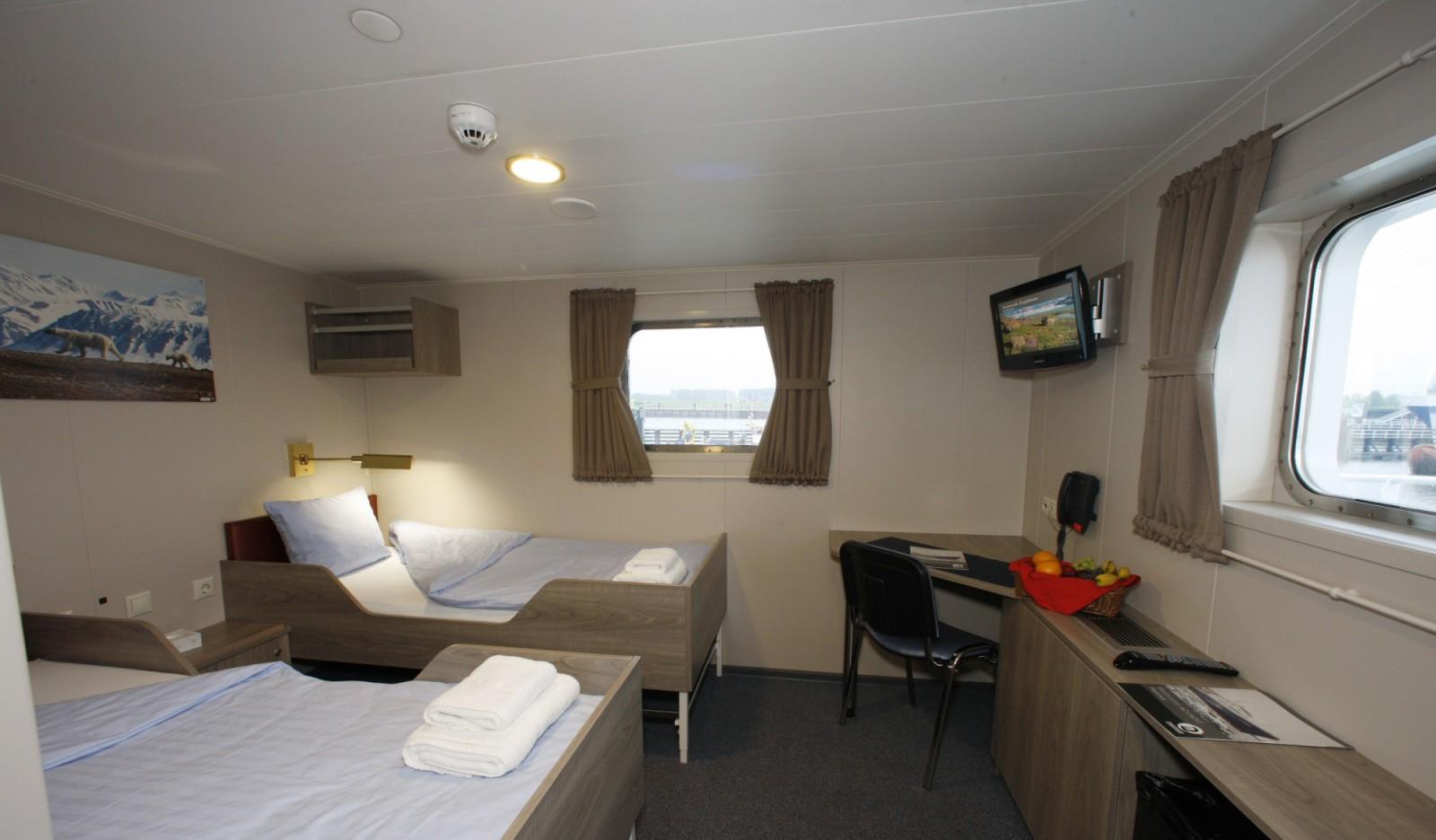 twin deluxe cabin