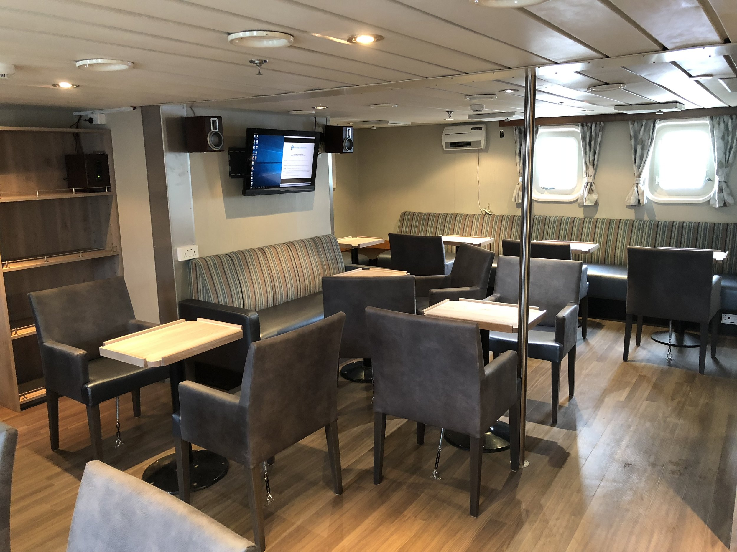 Deck 4 bar/lounge