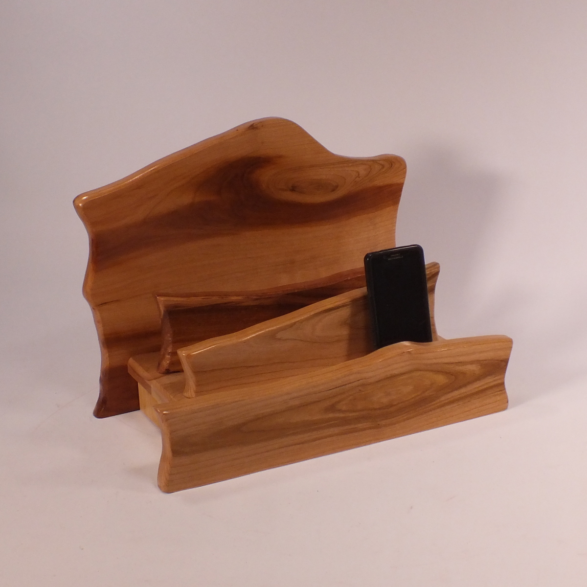sq daig phone WB 2-tb-knotty-ch-semo-1-5-17 charging-station-tech-tamer-woodworks.Jpg
