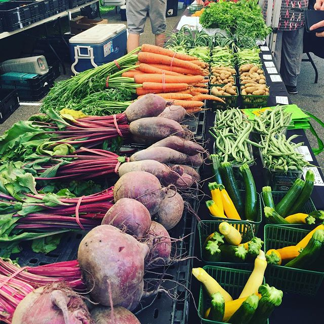 It's Market Day and we are in full swing! Come see us 3-7pm for fresh local produce, meat, eggs, baked goods and prepared food and drink. No need for dinner. Bring the gang and hang! See you soon! 🍴 . . . #supportlocal #shoplocal #goodthingsgrowinontario #foodforthought #organic #sustainable #local #farmfresh #annettevillage #farmersmarket #toronto #avfm2019