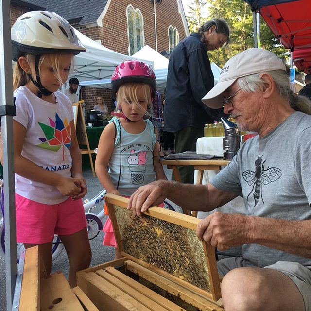 We have lots of kids activities running today so bring the kids! John from Sticky Bee Urban Honey is doing some Bee Education. Marta from @jardininfantil_to is running some water play activities, we have local kids bookstore Moonbeam here as well as a face painter. 🐝 . . . #annettevillage #farmersmarket #toronto #kids #localbusinesses #education #bees #facepainting #416 #waterplay #sponsors #avfm2019