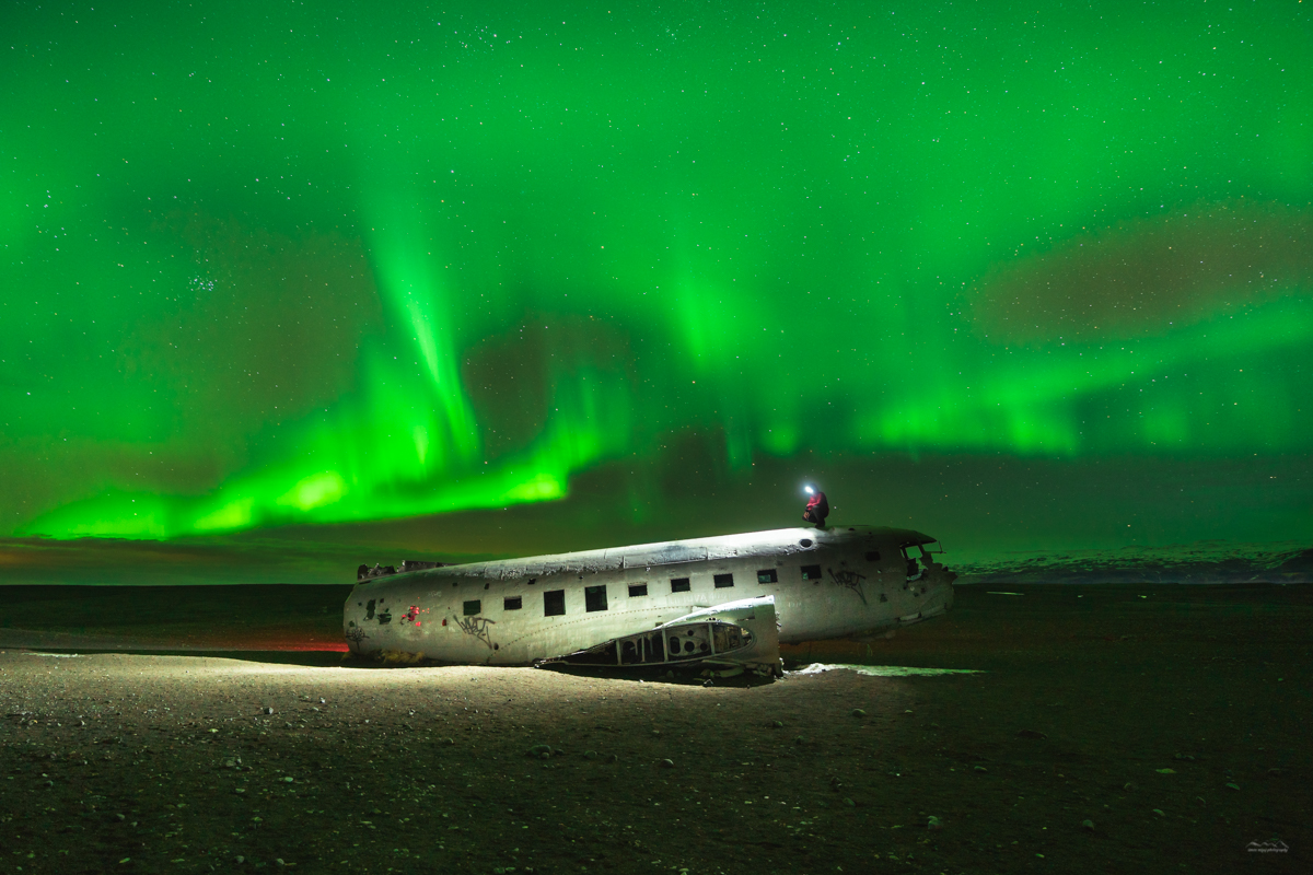Stunning aurora borealis above the Sólheimasandur plane crash site