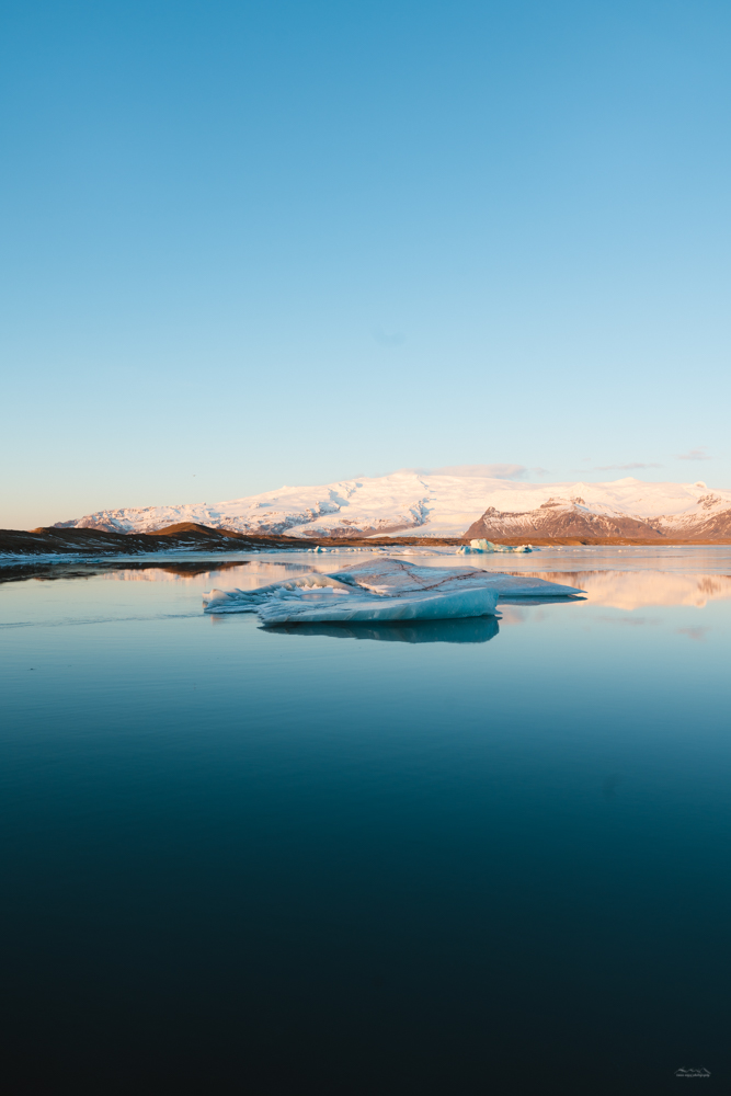 Dawn in the Jökulsárlón Glacier Lagoon