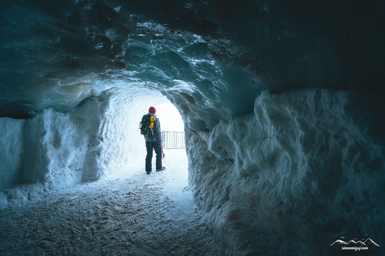 Ice-cave-aiguille-du-midi.jpg