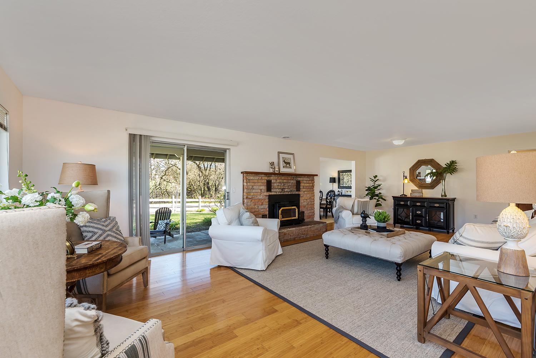 living room--001.jpg