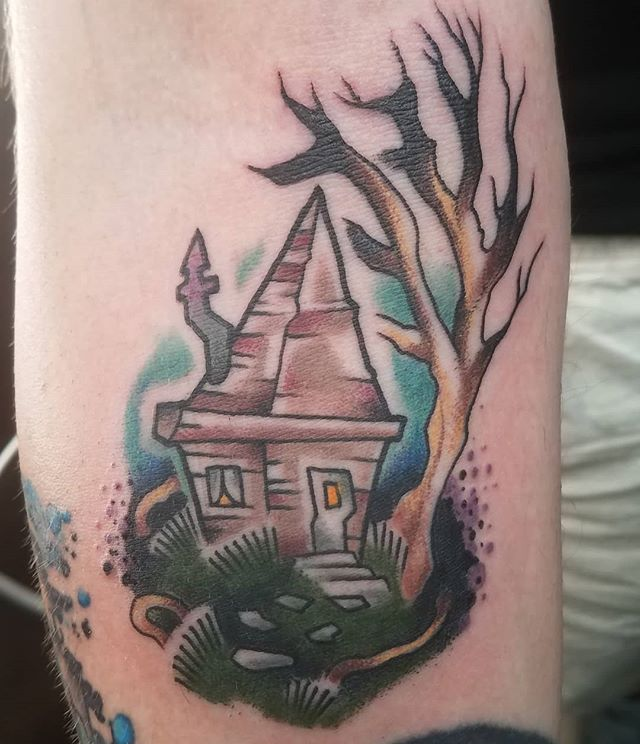 Super fun, super spooky house from my flash book that I got to do recently. #americantattoostudios #spookytattoo #newschooltattoos #solidink #blackclawneedle #lasthouseontheleft #shackingup #clevelandtattooartist #cle #dynamicblack