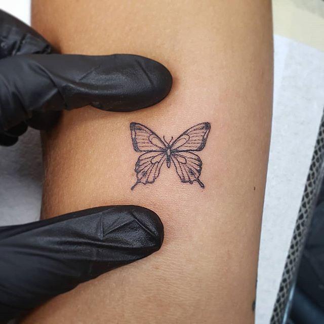 Very smol. 🦋 #butterfly#microtattoo#tinytattoo#babytat#tinybutterfly#fineline#linework#greywash#spektradirekt2#blackclawneedles#j3mink#chickswithtattoos#americantattoostudios
