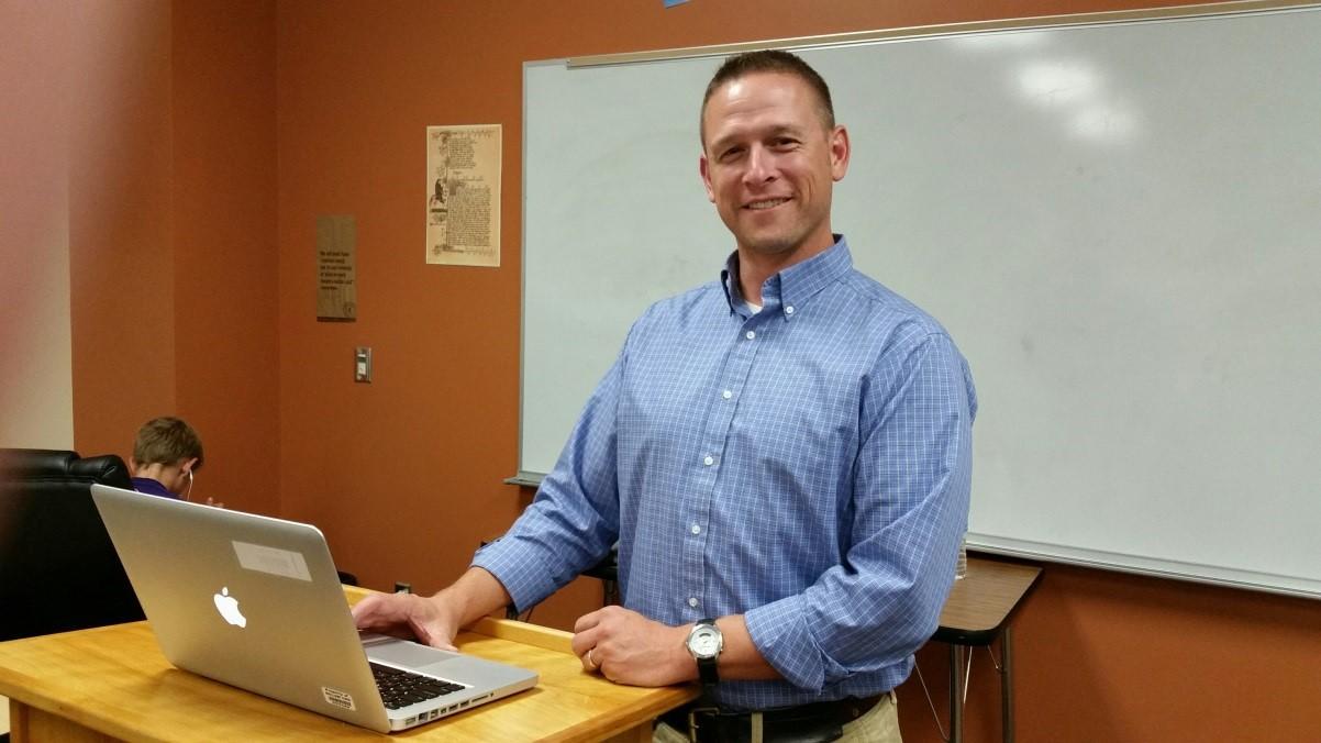 Matt Switzer, Des Moines Community Schools, sharing 1-1 Technology Classroom Tasksat the Pre-Conference