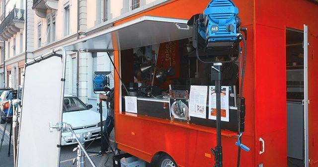 """Foodtruck ❤️ in Bern bei @kitchenanibal. Das Essen ist der Hammer, kann ich jedem empfehlen. Ich habe ihn sogar schon bei einem Familienessen engagiert und er hat grossartig abgeliefert. Momentan kocht Anibal """"Situation"""" an verschiedenen Standorten, checkt am besten sein Profil!"""