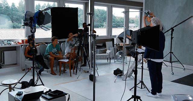 🙌 Juhu wiedermal im #Stuuudiiooooo! ✨ 2TB Aufnahmen, Langer Dreh, heisser Tag! Jetzt ist alles im Kasten, Zeit zum Schneiden! Danke @lifeart für den Perspektive wechsel und danke @Crew für die tolle Zusammenarbeit! 😘  #filmstudio #redcam #cinematographylife #behindthecamera #acting #filmsetlife #cameracrew #directorlife #filmactor #videoproduction #r3d #cameraop #director #setlife